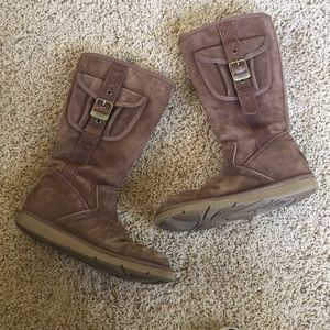 Used brown zip-up UGG boots